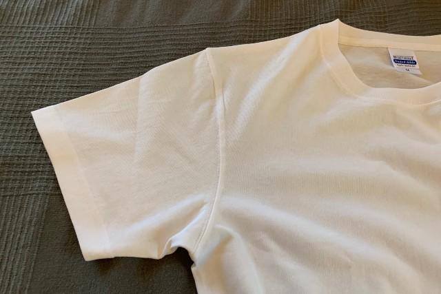 ユナイテッドアスレの7.1オンスTシャツのタグと袖